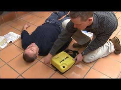 Démonstration d'un défibrillateur cardiaque - YouTube | Reanimation | Scoop.it