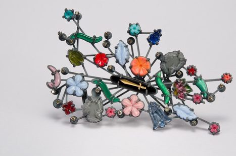 Helen Britton. The Things I see … - Die Neue Sammlung | shubush jewellery adornment | Scoop.it
