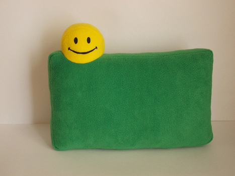 geek pillow, smile, smiley face, green pillow, gennand yellow,icon cushion_3 | Googling | Scoop.it