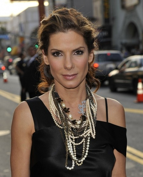 Sandra Bullock's take on  pearl necklaces | Pearls & Fashion | Scoop.it