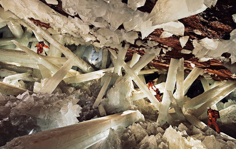Massive beams of selenite dwarf human explorers in Mexico's Cave of Crystals | Amazing Science | Scoop.it