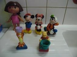 jouet de bain , mickey et a amie + winnie , - Jeux de bains - Bain et Hygiène - ENTRE-Parents.fr   Femmes enceintes, Grossesse, entraide entre mamans et futurs mamans !   Scoop.it
