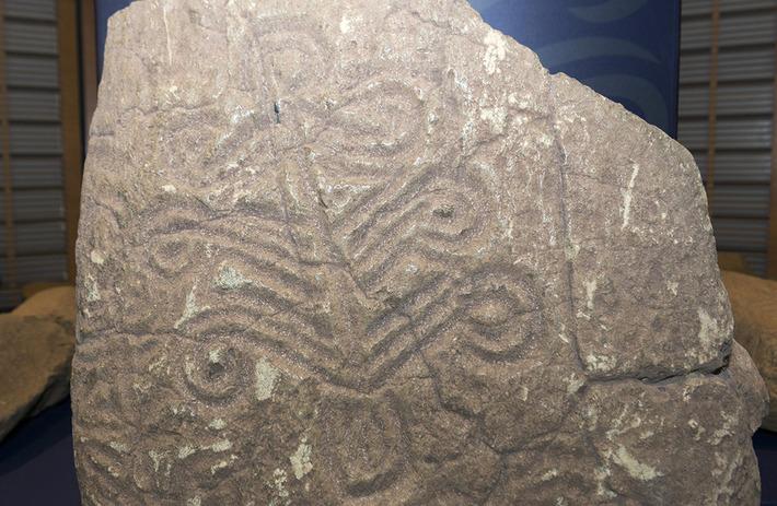 A Nouméa, une exposition décrypte les pétroglyphes, la mémoire gravée des Kanak | Tahiti Infos | Océanie | Scoop.it