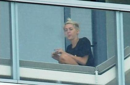 Miley Cyrus Smoking a Suspicious Hand- Rolled Cigarette   Cigarettes Guide   Scoop.it