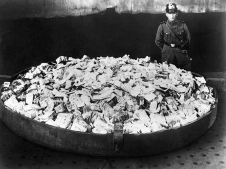 Hyperinflation in Germany, 1923 | Old Pics Archive | Navigate | Scoop.it