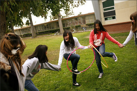 Out-of-School Experiences Influence Girls to Pursue STEM | Curious Minds | Scoop.it