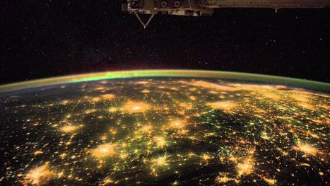 What an Astronaut's Camera Sees at Night (from ISS)   tripsofyeti   Scoop.it