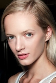 Beauty on the Beach: 5 Barely-There Summer Makeup Tips - The Fashion Spot (blog) | Beauty Tips | Scoop.it