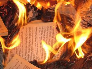 Lettera agli scrittori condannati al rogo   Bartleby   Rogo di Libri a Venezia   Scoop.it