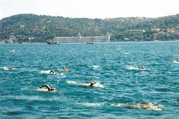 OTHERS - Hundreds swim in Bosphorus waters in Intercontinental Race | f2turkey | Scoop.it