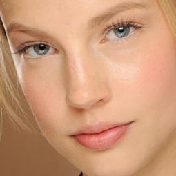 Défilé Valentino, comment obtenir le même maquillage nude pour l ... - meltyFashion | CAP esthetique - Formation à distance avec Educatel | Scoop.it