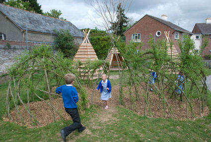 Pallets + logs = Teepee for a Kids Playground | Ecologia Evolutiva | Scoop.it