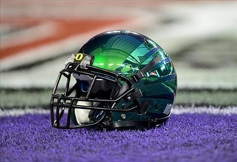 Oregon Ducks will wear football cleats that change color (video) | Football | Scoop.it