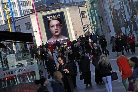 Le panneau publicitaire qui change lorsqu'il est regardé | streetmarketing | Scoop.it