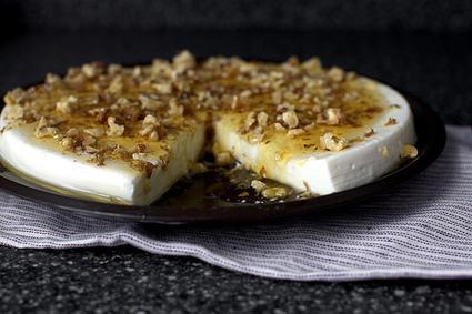 yogurt panna cotta with walnuts and honey   Food   Scoop.it
