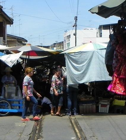 Samut Songkhram Train market | Travel Thailand | Scoop.it