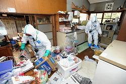 [Eng] Hosono : La décontamination des terres, un élément clé pour permettre aux personnes évacuées de rentrer chez elles | The Mainichi Daily News | Japon : séisme, tsunami & conséquences | Scoop.it