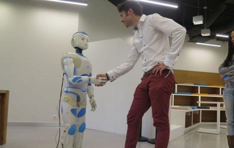 Issy : venez serrer la main au robot Roméo | Une nouvelle civilisation de Robots | Scoop.it
