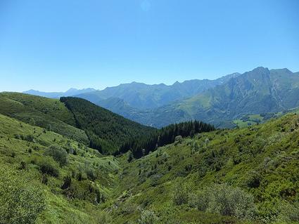 LAC DE SOUM, à 1510 mètres d'altitude, au dessus du col du ... | Randonnées Pyrénées | Scoop.it