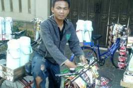 My Jakarta: Arifin, Bicycle Coffee Vendor | The Jakarta Globe | Local Economy in Action | Scoop.it