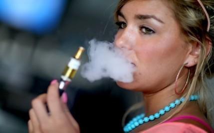 Cigarette électronique : près d'un Français sur cinq l'a déjà testée - RTL.fr | Gower College Français AS | Scoop.it