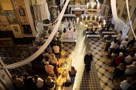 Polvirukouksia, ripillä käymistä, ristinmerkkejä – tältä näyttää viikko katolisen seurakunnan hurskaasta elämästä | Uskonto | Scoop.it