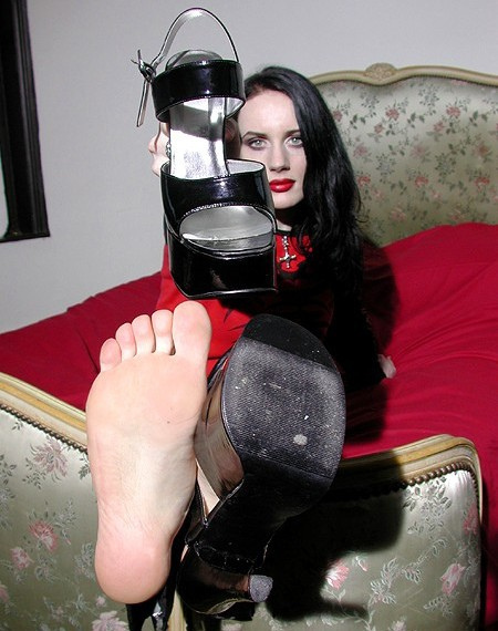 I Did It For Science: Foot Fetish - Would guys pay to worship my feet?   Radical Sexuality   Scoop.it