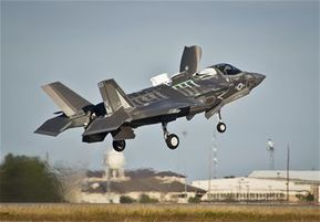 Marines fly first F-35 STOVL mission at Eglin | Aspect 1 - The F-35 Lightning II | Scoop.it