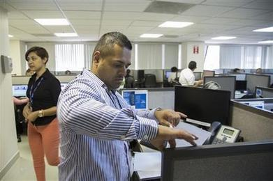 Deported Mexicans find new life at call centers | INTRODUCTION TO THE SOCIAL SCIENCES DIGITAL TEXTBOOK(PSYCHOLOGY-ECONOMICS-SOCIOLOGY):MIKE BUSARELLO | Scoop.it