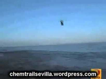 SEA UFO ALMOST CAUGHT BY HELICOPTER - OVNI NO MAR - December 21 2012 THE END (Official Video) - YouTube | UFO ALIENS | Scoop.it