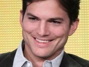 Ashton Kutcher: 'Media @&$#%! Twitter up' | #KESocial | Scoop.it