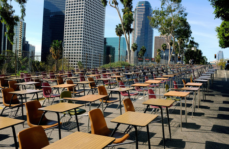 375 desks block traffic outside LAUSD office in dropout-rate protest | Activism, Protest, Citizen Movements, Social Justice | Scoop.it