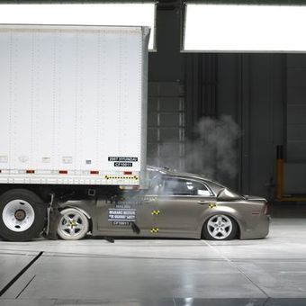 Insurance institute warns truck guards allow crashes | Criminology and Economic Theory | Scoop.it