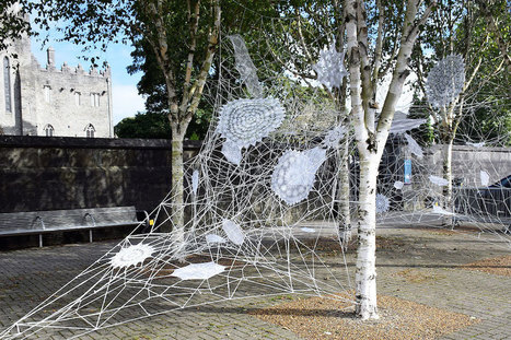 New Lace Street Art Created with Ceramic, Textile, and Spray Paint by NeSpoon | Inspiration et créativité | Scoop.it