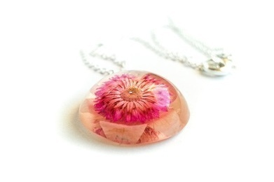 Resin jewelry - Pressed flower necklace - NThandmade | Real flower jewelry | Scoop.it