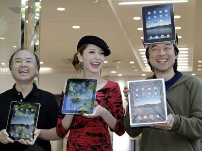 iPAD SURVEY RESULTS: Everything You Need To Know About How People Use The iPad | Is the iPad a revolution? | Scoop.it