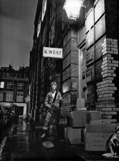 """Outtakes from the Famed """"Ziggy Stardust"""" Photoshoot 
