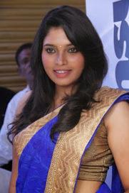 Tollyscreen: Ishara Nair Latest Stills in Blue Saree HD Pics Photos | Tollyscreen | Scoop.it