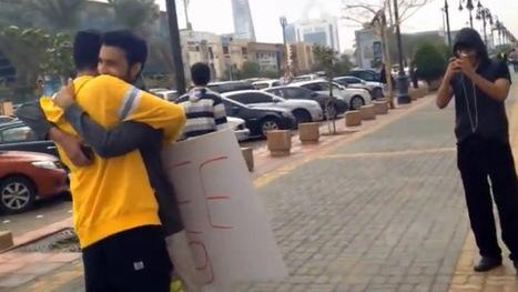 2 Saudi men arrested for offering free hugs | Top World News | Scoop.it