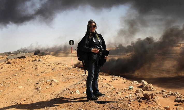 Women on the frontline: female photojournalists' visions of conflict   Herstory   Scoop.it