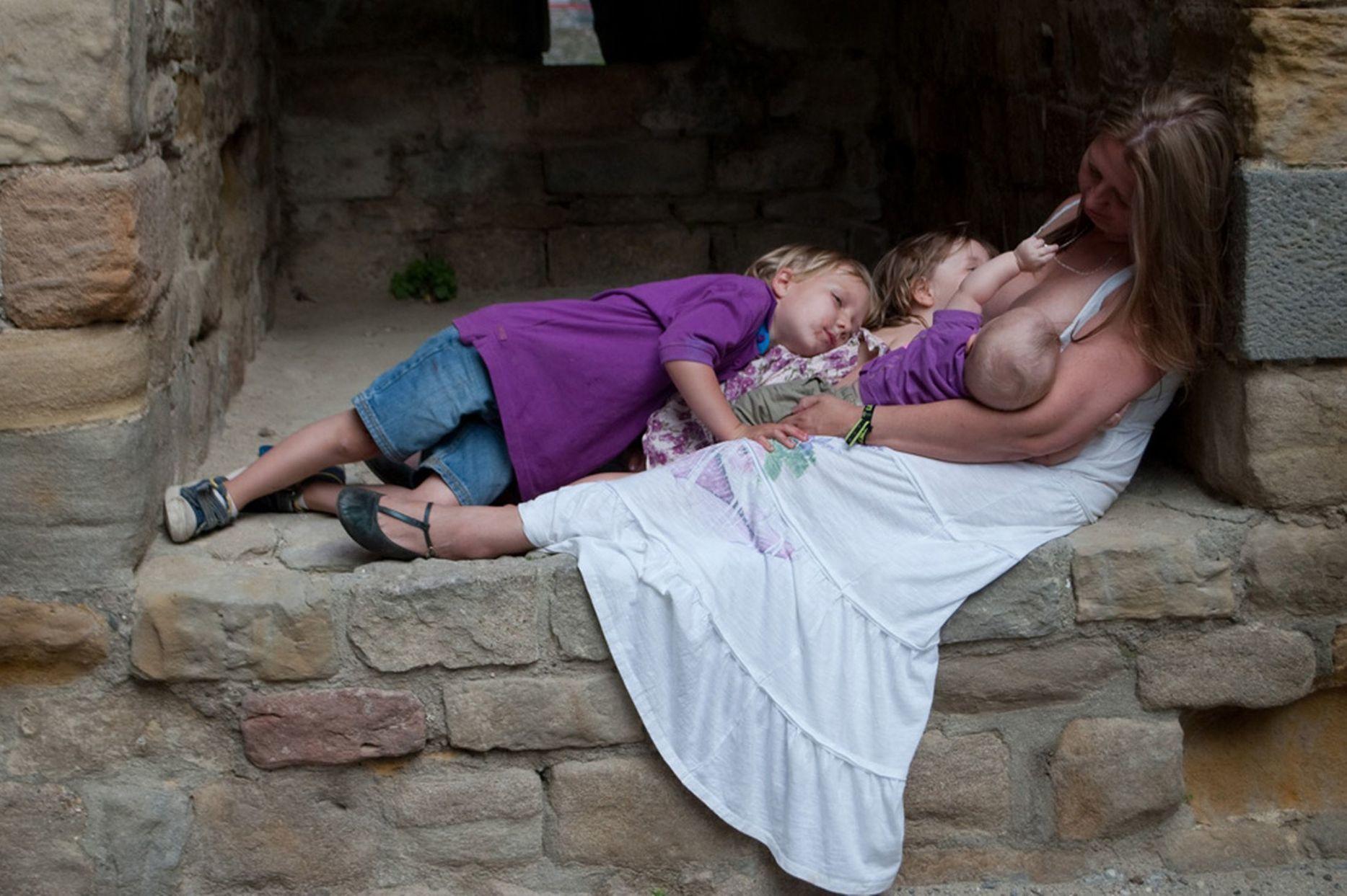 Сын потрогал маму, Спящая мама порно, смотреть сын трахает Спящую маму 4 фотография