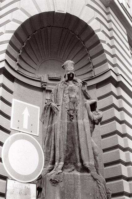 Ladislav Šaloun's statue of Rabbi Loew | Digital Heritage | Scoop.it