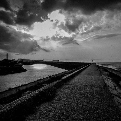 WALKING Alone | olimille | loneliness | Scoop.it