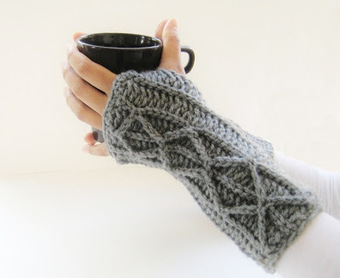 Wrist Warmers & Fingerless Gloves! - CrochetHappy | crocheting | Scoop.it