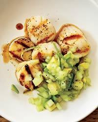 Grilled Scallops with Honeydew-Avocado Salsa Recipe | À Catanada na Cozinha Magazine | Scoop.it