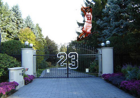 MJ's Compound Ditches Stratospheric Pricing For Try at Auction | Luxury Real Estate Auctions | Scoop.it