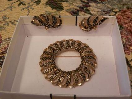 NICE VINTAGE EMMONS SIGNED LARGE CIRCLE BROOCH CLIP EARRINGS SET DAMASCENE | Beautiful Vintage Find!! | Scoop.it