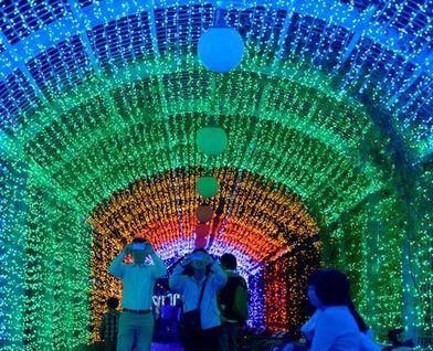 PHOTO: Light show brightens Osaka's Tennoji Park - AJW by The Asahi Shimbun | The world of LEDs | Scoop.it