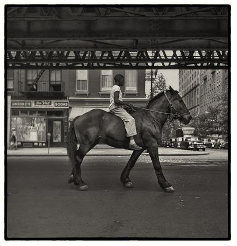 Exposition de la PHOTOGRAPHE Vivian Maier à Paris: un des talents les plus brillants de la «street photography» américaine. | Le BONHEUR comme indice d'épanouissement social et économique. | Scoop.it