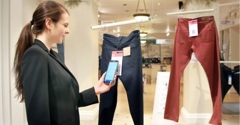 Retailers use smartphones to track customer sho...